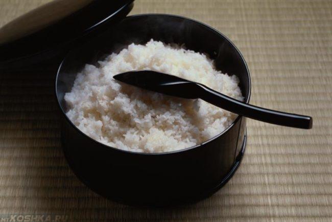 Отвар риса в кастрюле